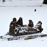 Rybacy w łodzi. Przyszła zima i zostali na lodzie