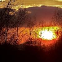 Dzisiejszy zachód słońca w Paczkowie .