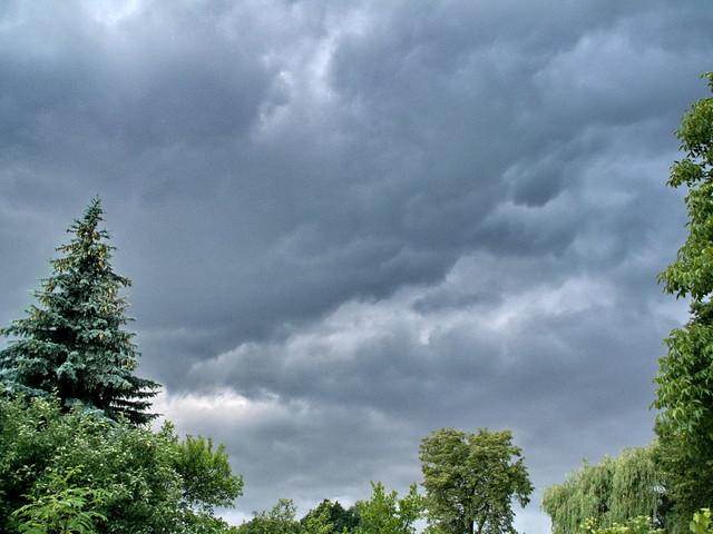 Niebo przed burzą.