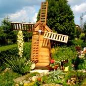 wiatrak w ogrodzie