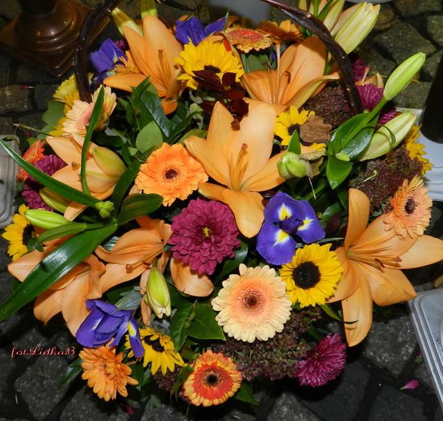 Kosz pełen kwiatów