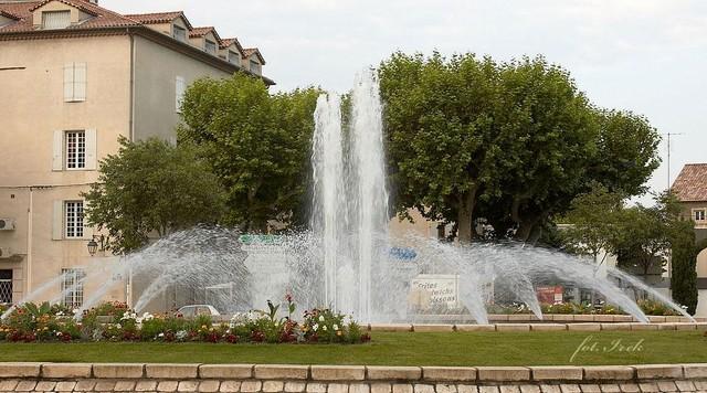 fontanna z klombem