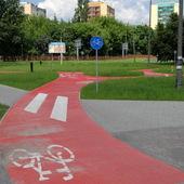 Rondo na ścieżce rowerowej
