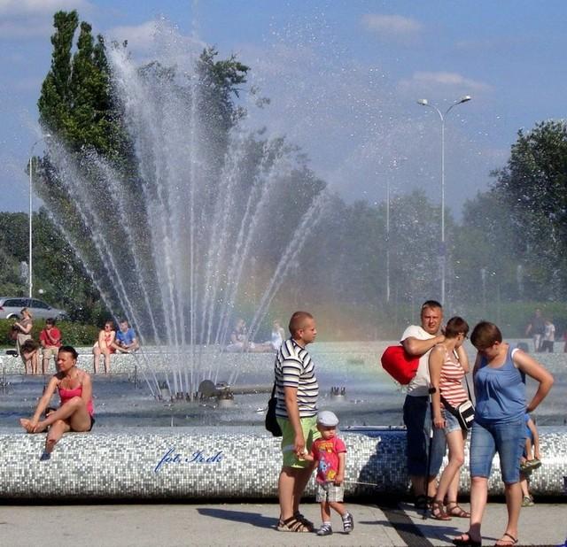 fontanna i tęcza