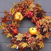 ozdobny wieniec z jesiennych darów natury