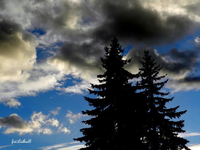 Twarz w chmurach.