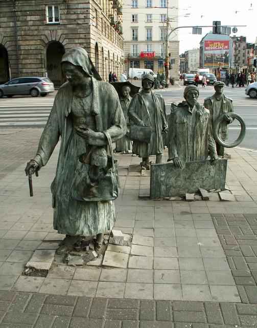 ,,Przejście,, fragment rzeźby