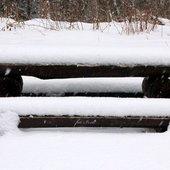 Ławeczka i śnieg