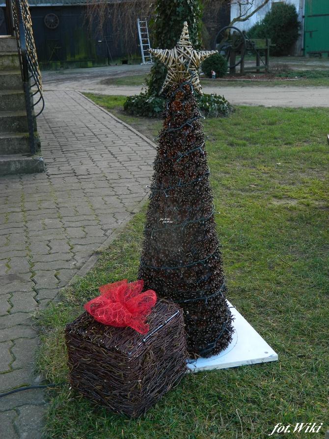 Świąteczne dekoracje w ogrodzie...