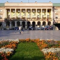 Kwietnik przed pałacem