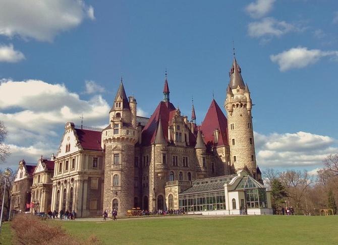 Zamek w Mosznej .