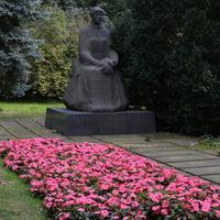 Niecierpki i pomnik M. Konopnickiej w O. Saskim