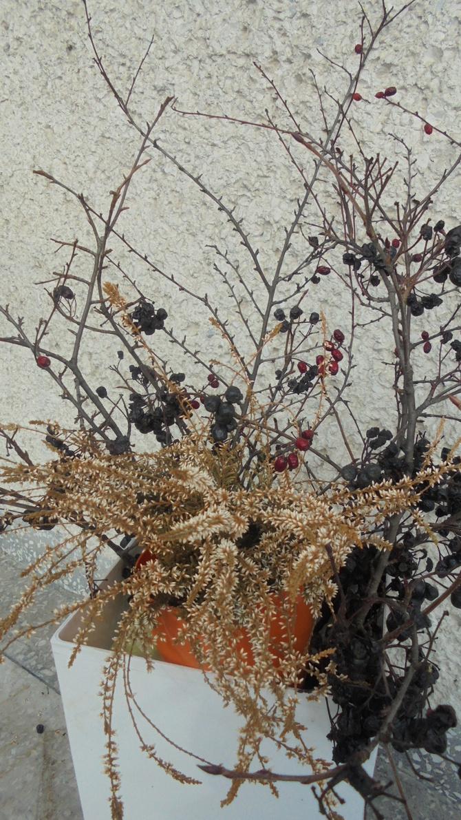 Zimowa dekoracja na balkonie