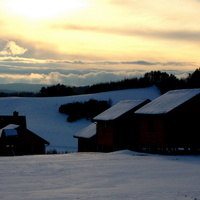 Śnieg przy zachodzie słońca