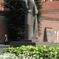 Kwiaty i pomnik (ZAGADKA)