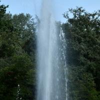 Większa fontanna w parku