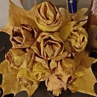 Różany bukiet z liści klonu...