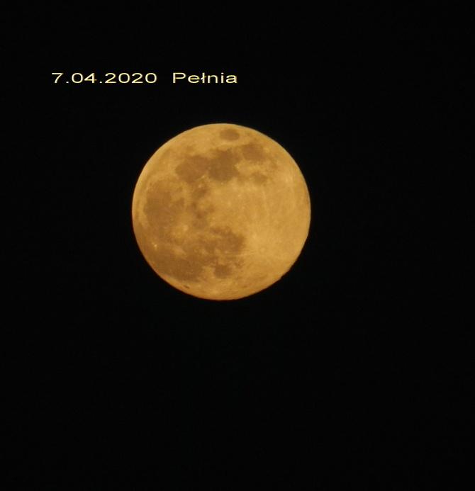 Pełnia ,,Różowego Księżyca,,