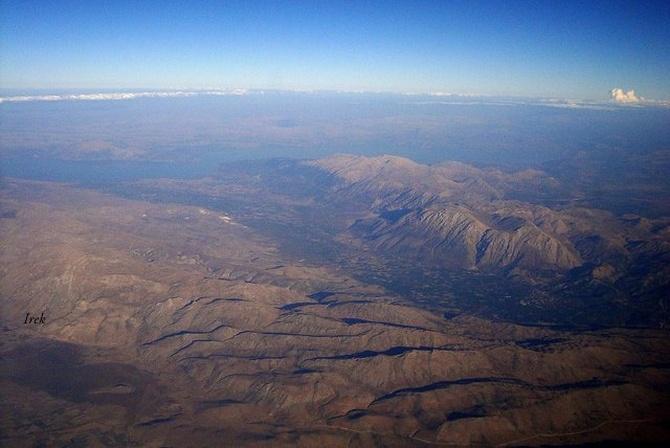 Ziemia widziana z samolotu, góry