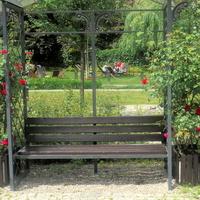 ławeczka dla zakochanych w parku