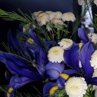 Bukiecik z działkowych kwiatów w pracy:)