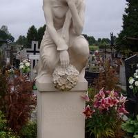 Na cmentarzu w pobliżu Łodzi