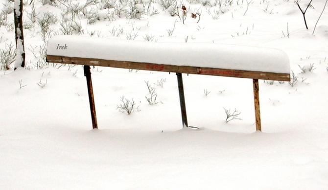Ł - ławeczka zimową porą