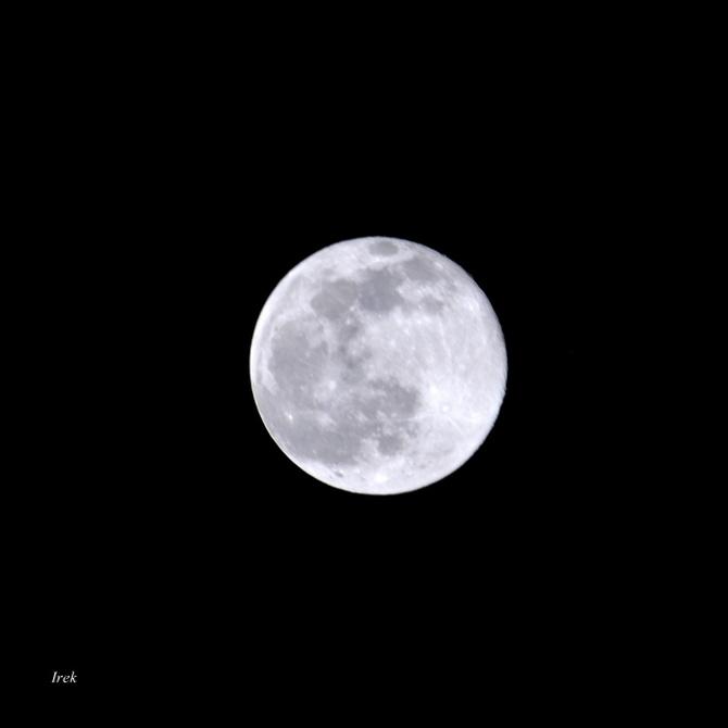 Księżyc dzisiaj ok. 19:00